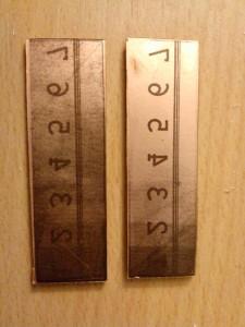 Der Linke war beim Belichten Papier als Träger, der rechte Laserfolie.